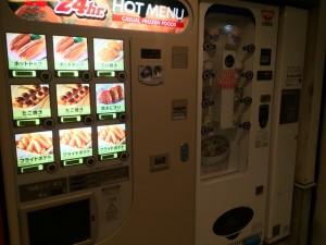 腹が減ったら自販機も。