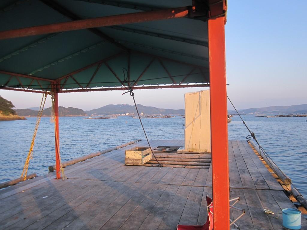 鳥羽・生浦湾 海香の巨大屋根付きイカダ。しかも貸し切り。ウヒョー!