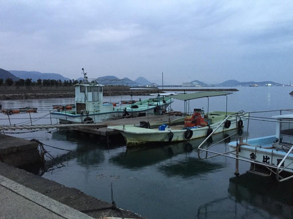 渡船乗り場。ド干潮の時間帯でした。