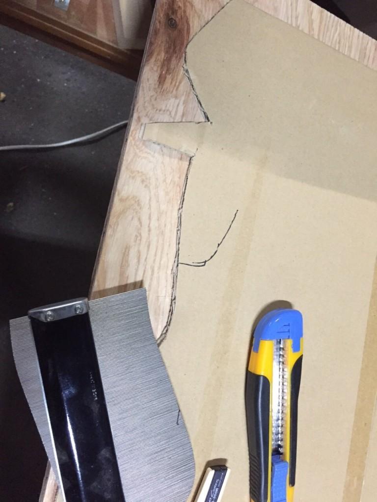 柔らかい剣山みたいなツールで曲線を計測。