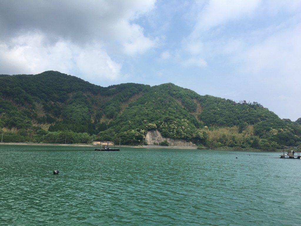 平和な日本。野村渡船さんの快適筏。